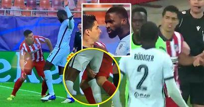 """""""Cosa c'è di sbagliato in lui?"""": la telecamera ha ripreso Luis Suarez mentre giocava sporco contro i giocatori del Chelsea"""