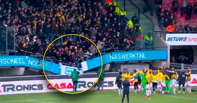 Schrecksekunde: Tribüne stürzt, indem Vitesse-Fans den Sieg mit den Spielern feiern