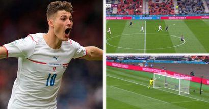 La star de la République tchèque Patrik Schick marque probablement le but du tournoi de cet Euro 2020 contre l'Écosse