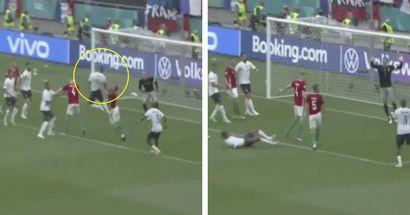"""""""Il n'a rien appris de Ramos sur les têtes décisives de dernières minutes"""": les fans réagissent alors que Varane manque la tête décisive pour la France"""