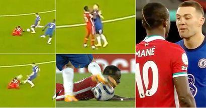 Kovacic calcia il pallone in faccia a Mané, l'attaccante del Liverpool si arrabbia tantissimo