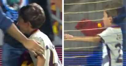La felicità di un piccolo tifoso dopo aver ricevuto la maglia della Roma