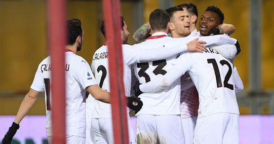 Gufi nerazzurri, sorpasso fallito: il Milan in 10 passa a Benevento