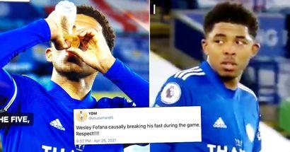 La stella del Leicester interrompe brevemente il Ramadan durante il match di Premier League