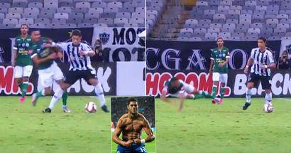 Hulk returns to Brazil, immediately sends defender flying like a paper plane