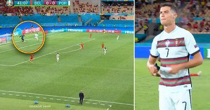 Pris par la caméra: Thibaut Courtois trompe Cristiano Ronaldo avant le but de la Belgique