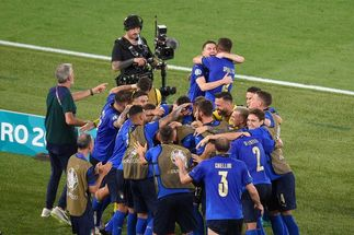 Mancini's dismissal rings false as Italy breeze to Euro 2020 win vs Switzerland