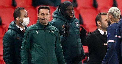 Frasi razziste durante PSG-Basaksheir: Coltescu si giustifica, ma l'applauso va alla scelta dei giocatori in campo
