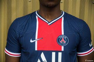 """""""Ça fait plaisir de jouer avec un tel maillot"""", Kimpembe évoque le nouveau maillot spécial 50 ans du PSG"""