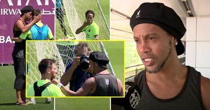 Ronaldinho hizo una visita sorpresa al campo de entrenamiento del Barça en 2017: así es como reaccionaron Messi, Neymar y otros