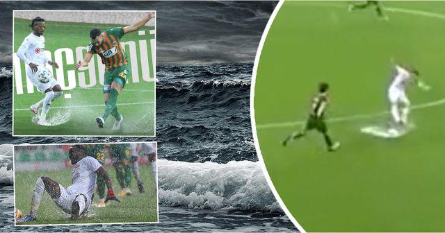 'È così che si affrontano i disastri naturali! ': i giocatori del campionato turco letteralmente annegano in campo ma continuano a combattere come leoni
