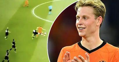 De Jong supera brillantemente a dos jugadores de Austria, el tercero cae como un boliche