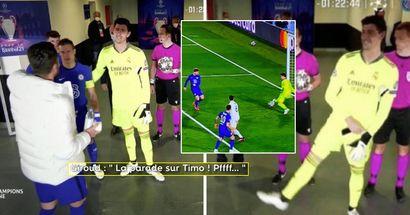 Le immagini mostrano Olivier Giroud discutere con Thibaut Courtois l'occasione mancata da Werner