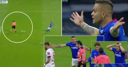 Un arbitro in Messico si trasforma in Maldini, si comporta come un ultimo difensore e nega un gol praticamente certo