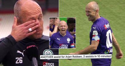 Arjen Robben weint vor der Kamera, nachdem er auf den Platz zurückgekehrt ist und nach der EM 2021 gefragt wurde